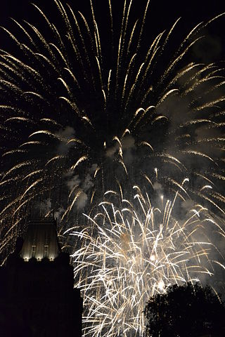 320px-Fireworks_on_Canada_DAY